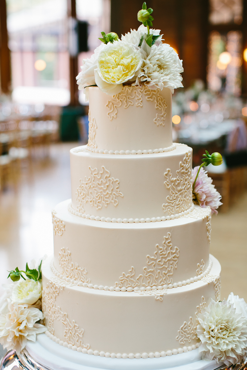 10 Simple Round Wedding Cakes Photo - White and Ivory Wedding Cake ...