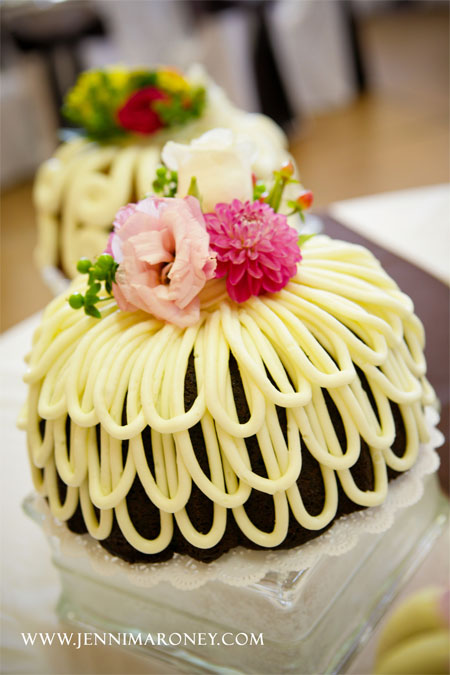 9 Photos of Decorated Bundt Wedding Cakes