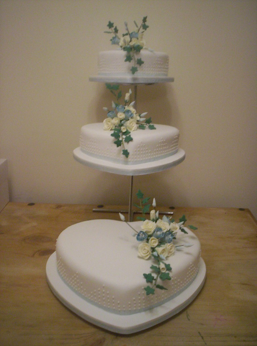 9 3 Tier Heart Wedding Cakes Decorated Photo - Heart Shaped Wedding ...