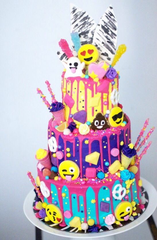 8 Emoji Birthday Cakes Or Cupcakes For Girls Photo Emoji Birthday