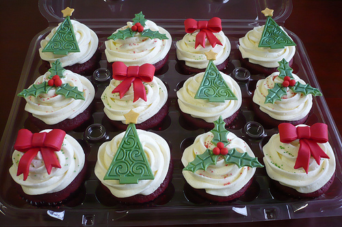 red velvet xmas cupcakes