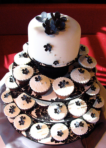 6 Wedding Bells With Cupcakes Photo - Black and White Wedding Cake ...