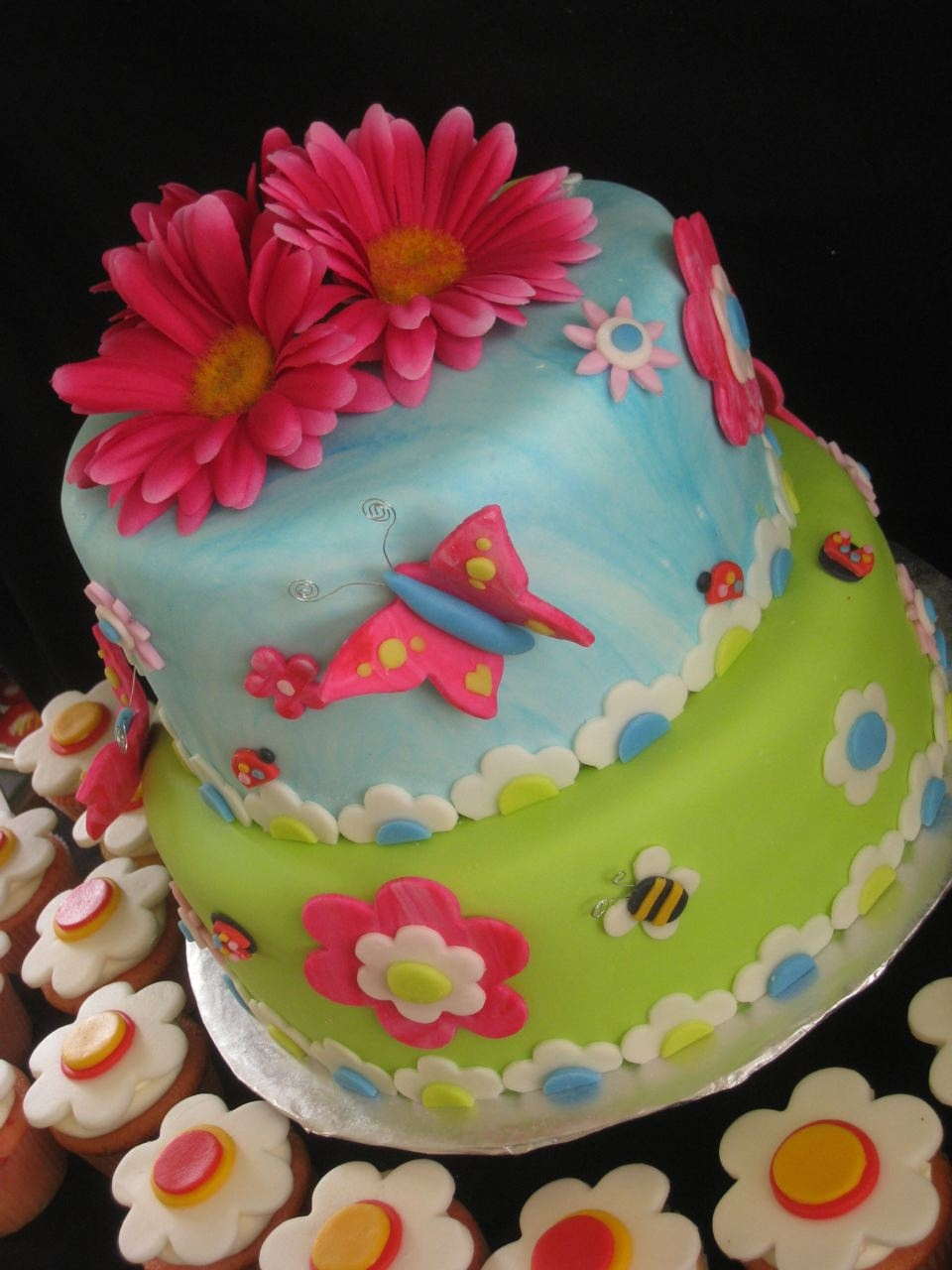 10 Pretty Butterfly And Flower Cakes Photo