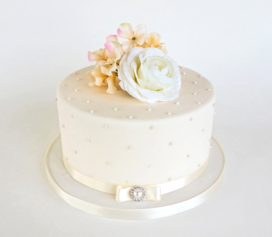 Simple One Tier Fondant Wedding Cake