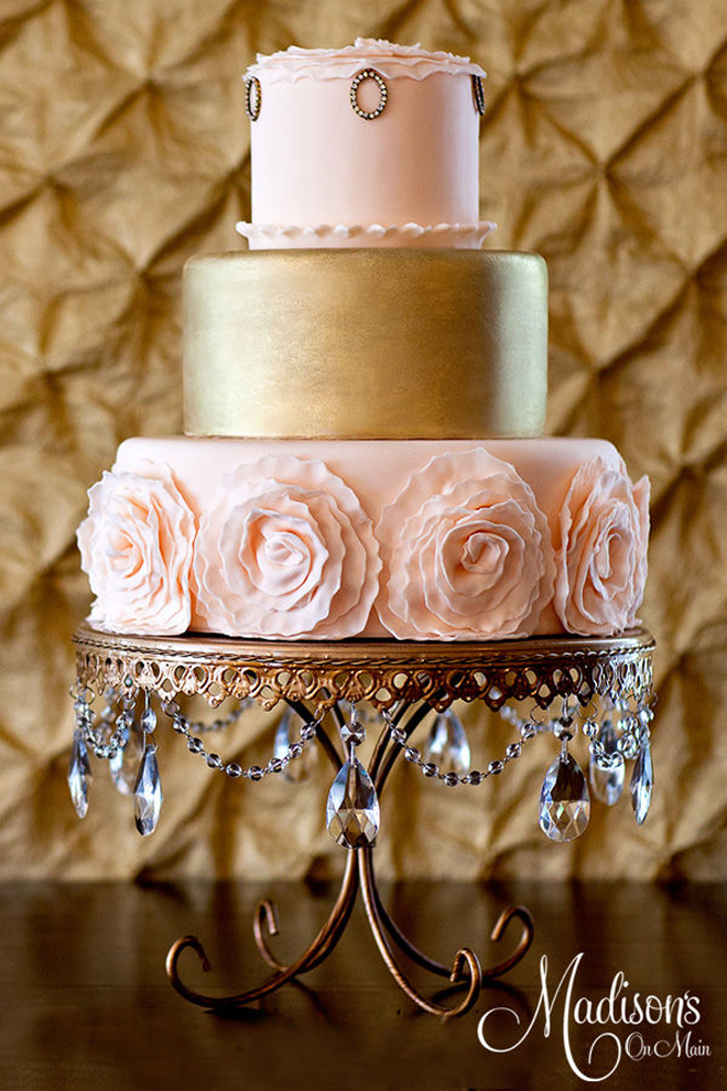 7 Red And Gold Wedding Cakes With Roses Photo Pink And Gold - Gold Wedding Cakes