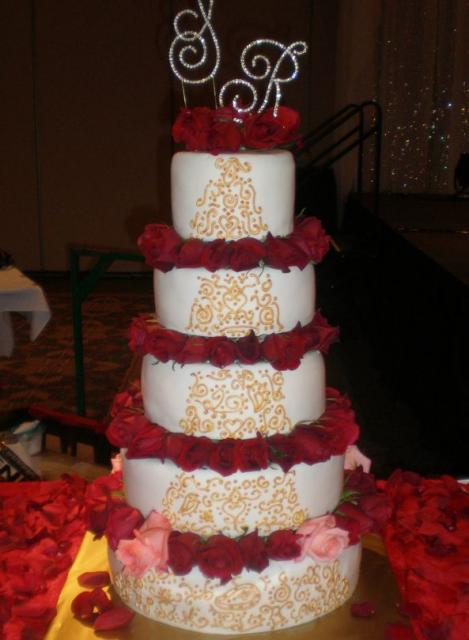 7 Red And Gold Wedding Cakes With Roses Photo - Pink and Gold ...