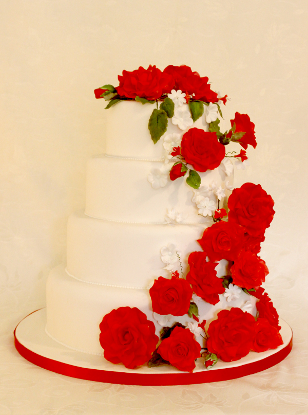 small wedding cakes with red roses 9 small cakes with roses photo sleeping cake 20246