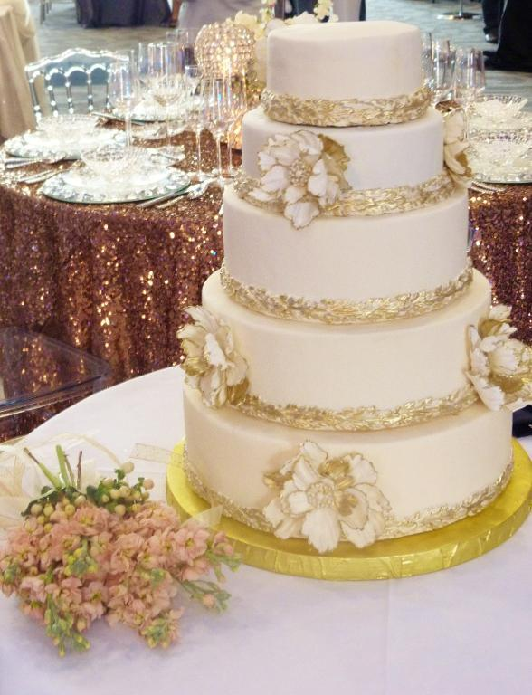 Wedding Cakes Ivory With Gold
