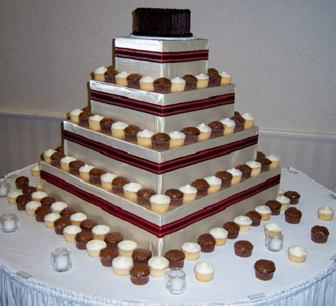 8 Square Wedding Cake With Cupcakes On Top Photo - Small Square ...