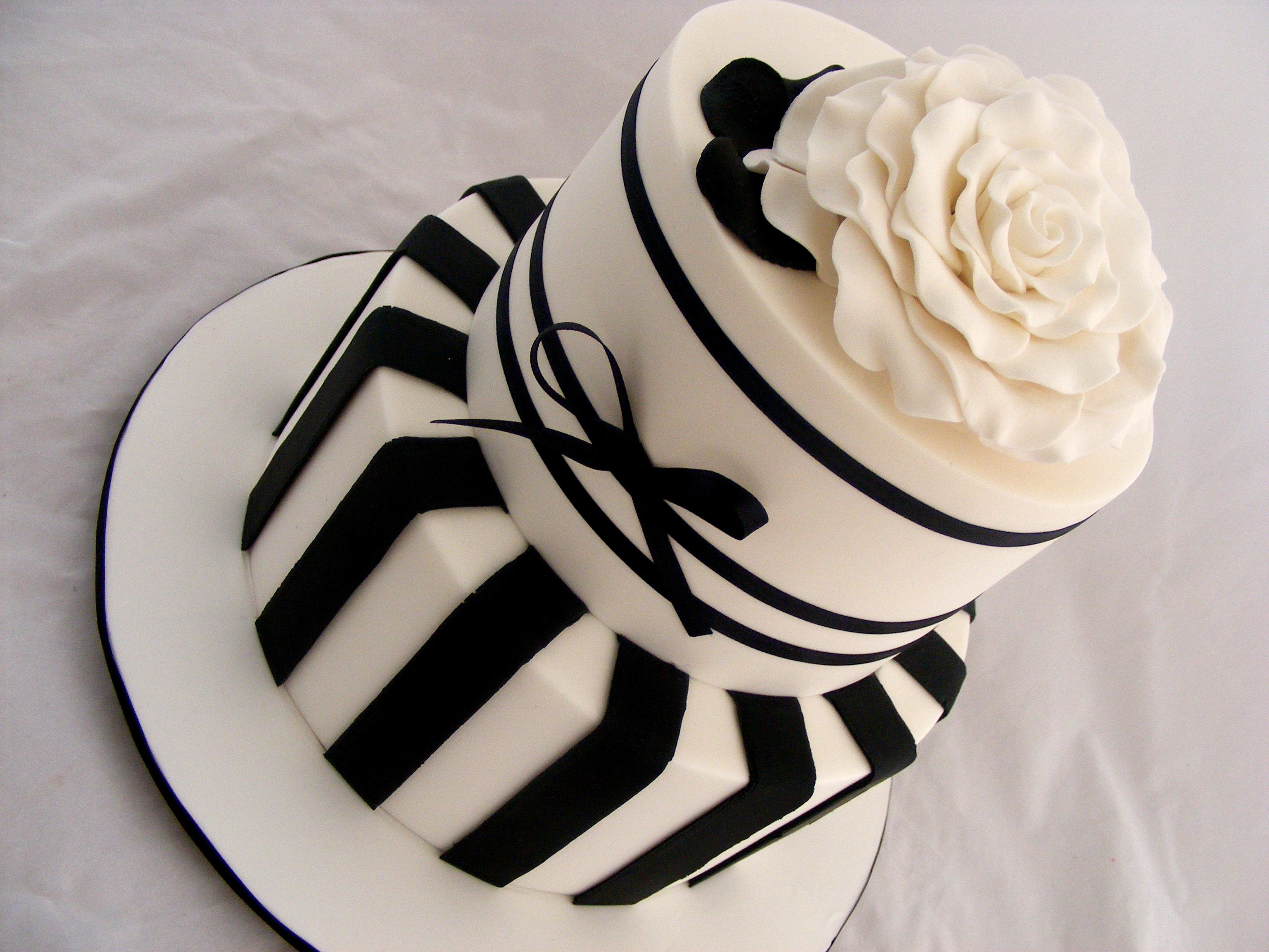 12 Stripped Black And White Cakes Photo Black And White Stripe