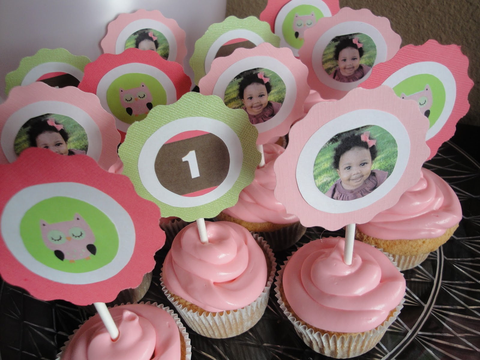10 Cupcakes For Little Girl 1st Birthday Party Photo Girl Cupcake