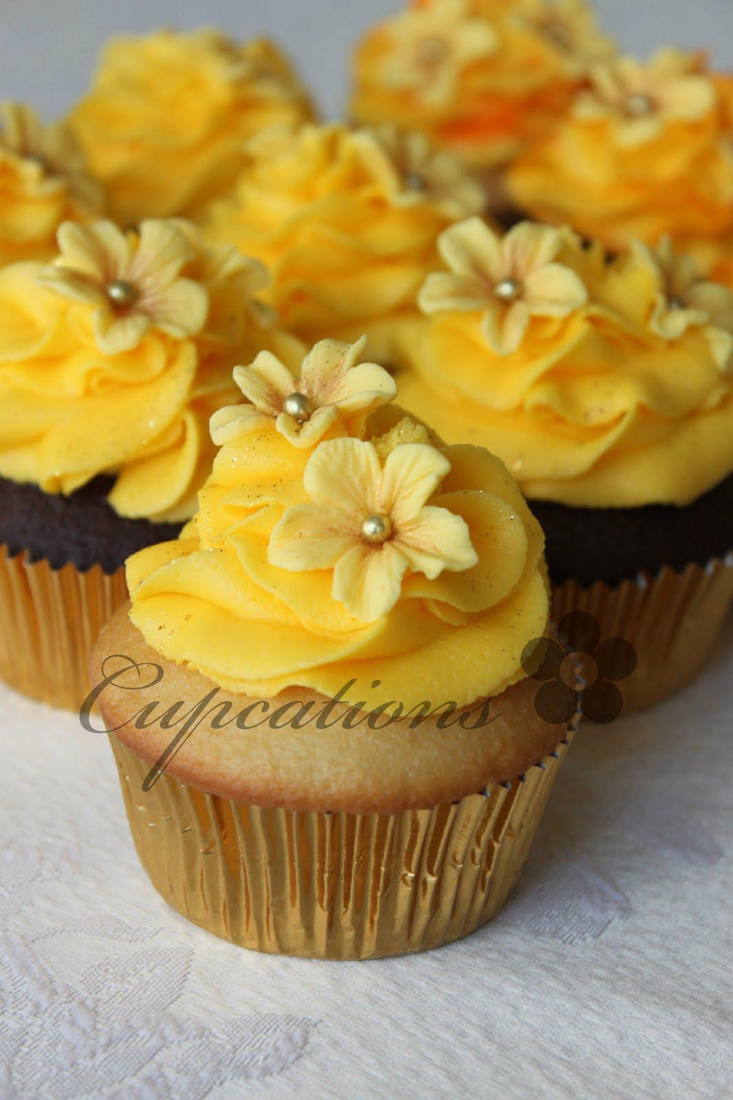7 yellow flower cupcakes photo yellow wedding cupcakes yellow yellow flower cupcake mightylinksfo