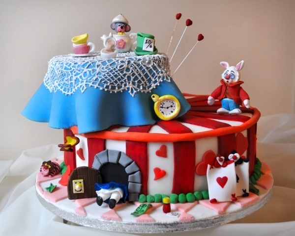 9 Photos of Alice In Wonderland Cartoon Cakes