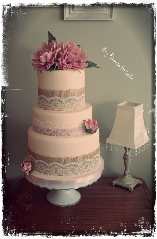 Rustic Vintage Style Wedding Cake