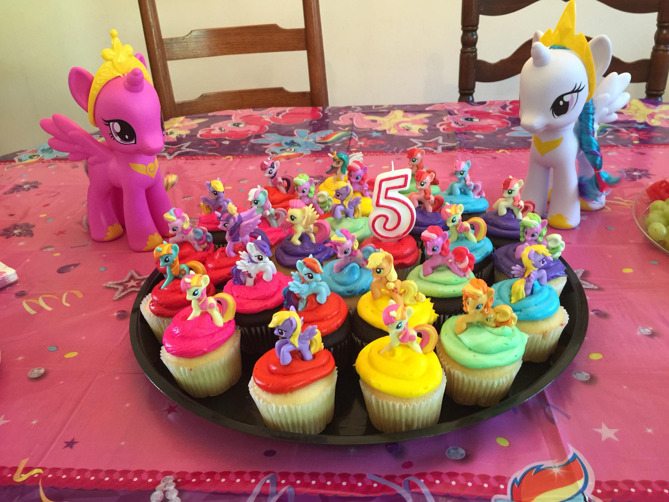 Cupcakes At Kroger Photo Bakery Cupcake Cakes Krogers Birthday Cake Moana Jpg 2208x1656