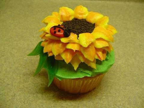 12 Photos of Howt O Decorate Cupcakes Like Sun Flowers