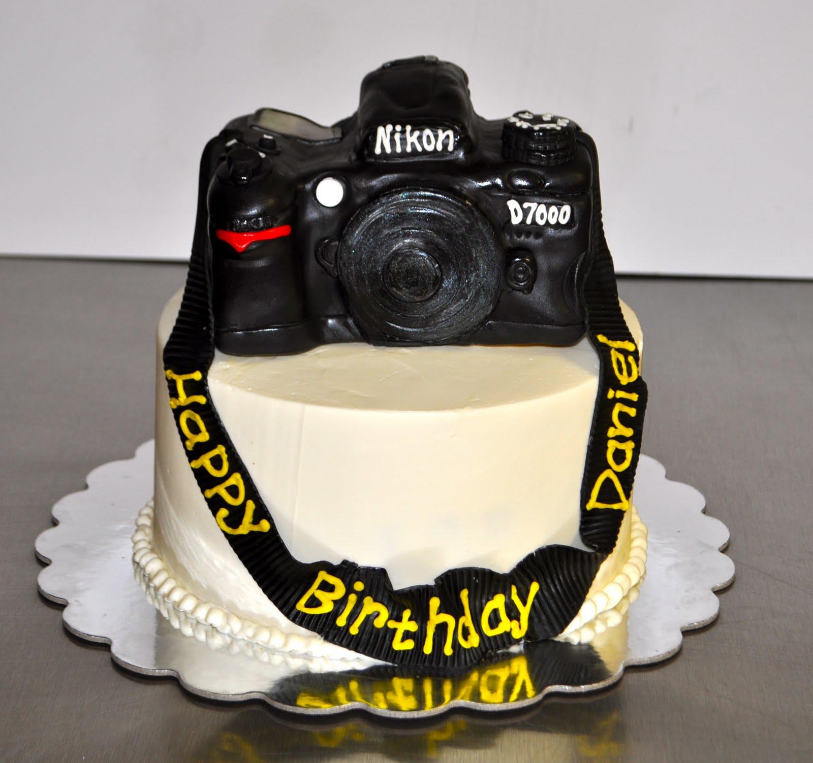 Peachy 10 Nikon Camera Birthday Cakes Photo Camera Birthday Cake Funny Birthday Cards Online Benoljebrpdamsfinfo