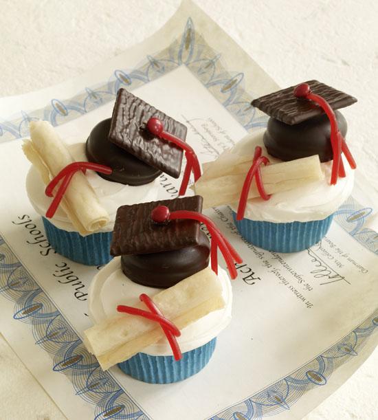 7 Photos of Creative Graduation Cupcakes