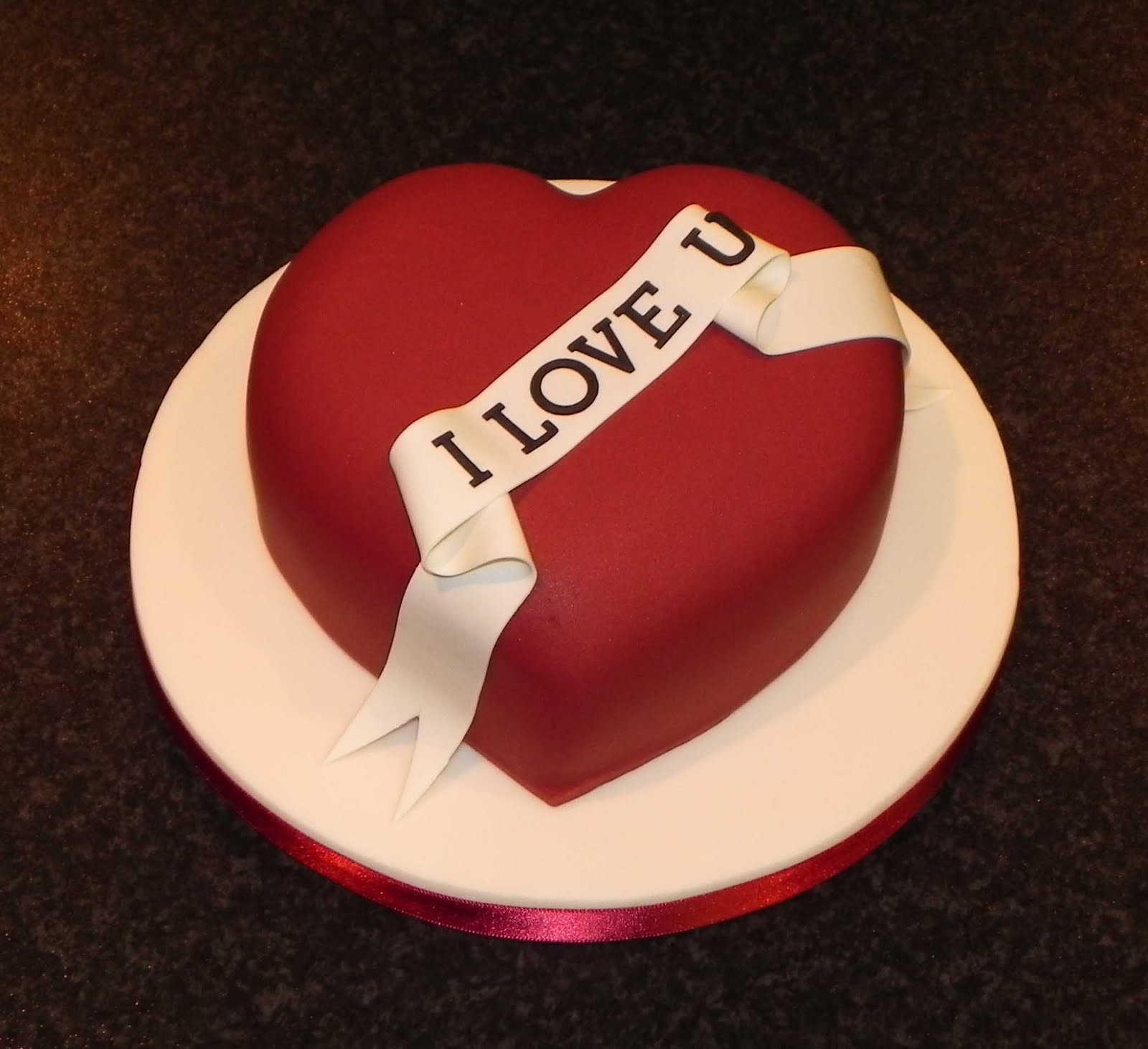 9 Photos of Valentine's Day Cakes With Hearts