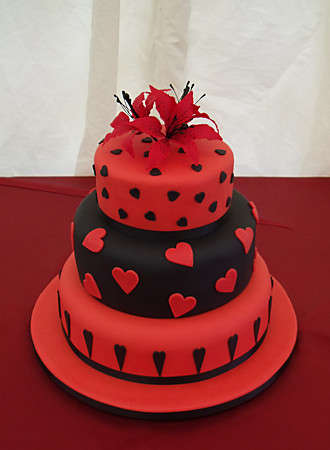 10 Photos of Red Silver And Heart Cakes