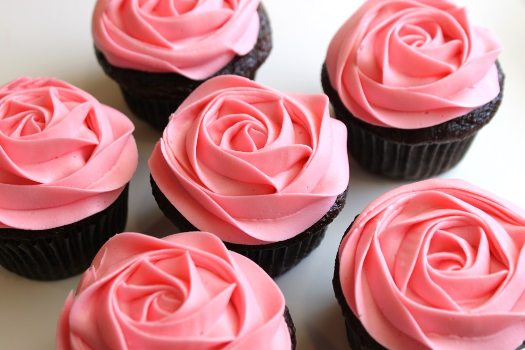 11 Photos of Valentine's Roses Cupcakes