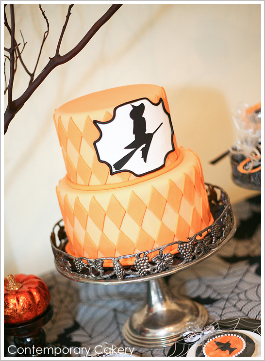 10 Photos of Modern Halloween Cakes