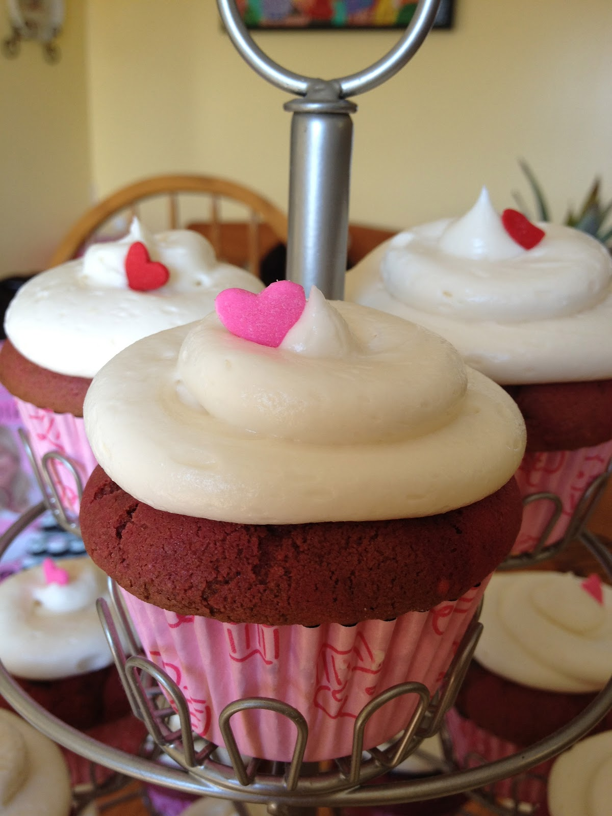 5 Photos of Red Velvet Cupcakes With Chocolate Filling