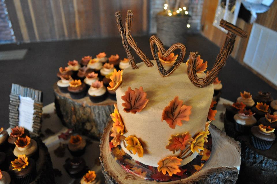 10 Photos of Rustic Fall Wedding Cupcakes