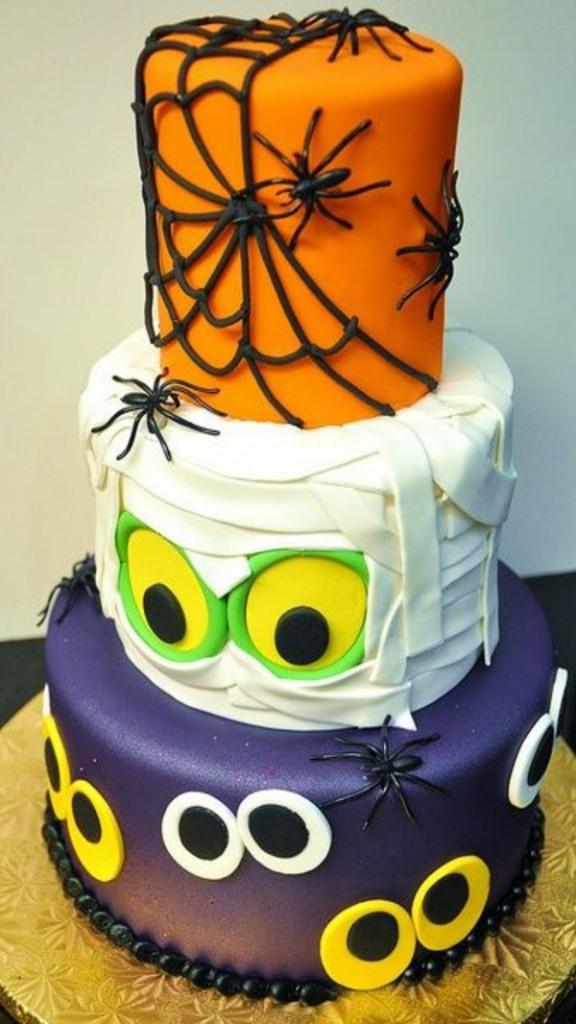 12 Photos of Fun Spooky Halloween Cakes