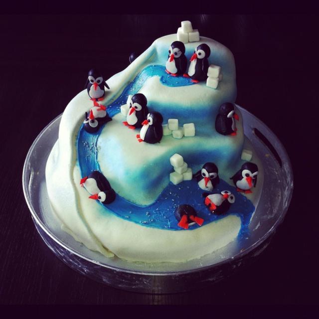 Groovy 12 Penguin Birthday Cupcakes Photo Happy Birthday Penguin Cake Funny Birthday Cards Online Alyptdamsfinfo