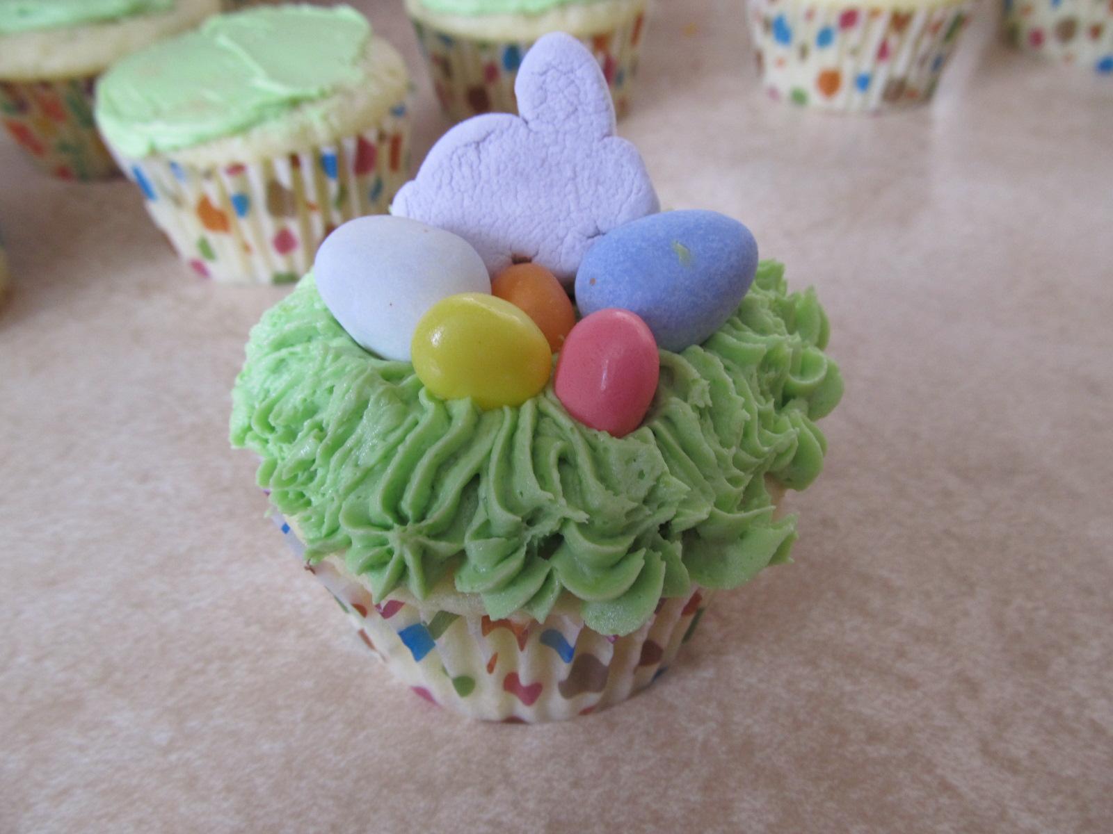 Pull Apart Easter Basket Cupcakes