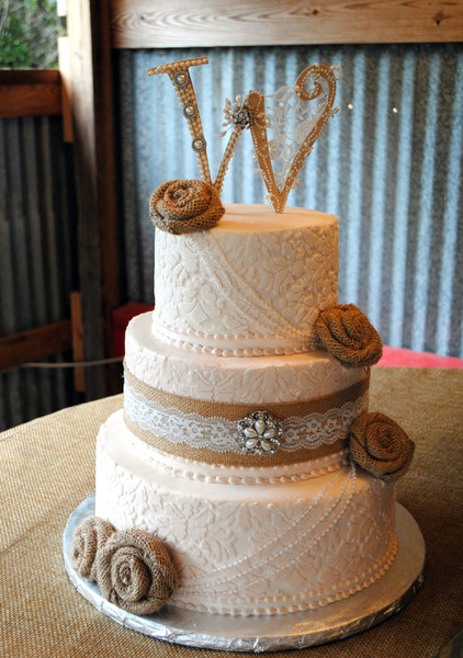12 Burlap Pearls Lace Cakes Photo Wedding Cake With Burlap And