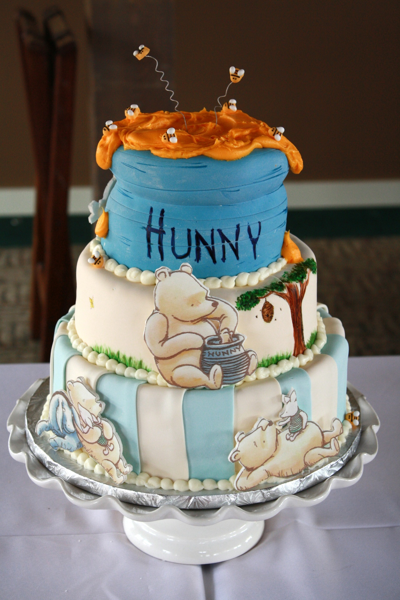 Classic Winnie the Pooh Hunny Pot Cake