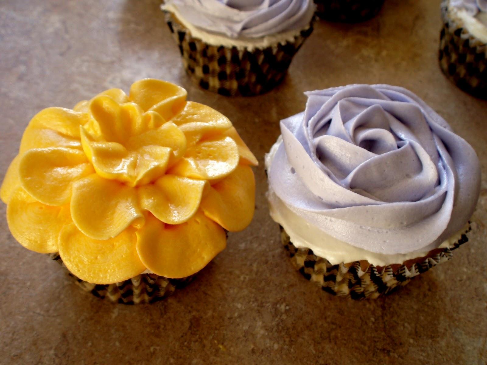 12 Photos of Flower Cupcakes Buttercream Icing