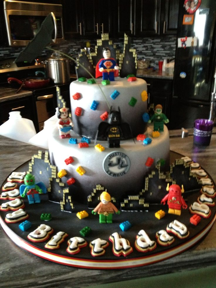 11 Photos of LEGO Justice League Cakes