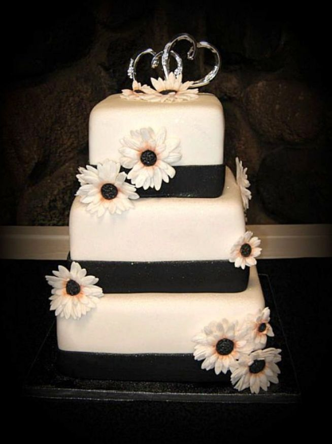 10 Photos of Halloween Black And White Square Wedding Cakes