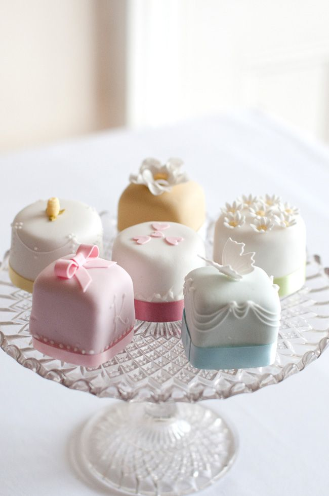 Mini Wedding Cake Petit Fours