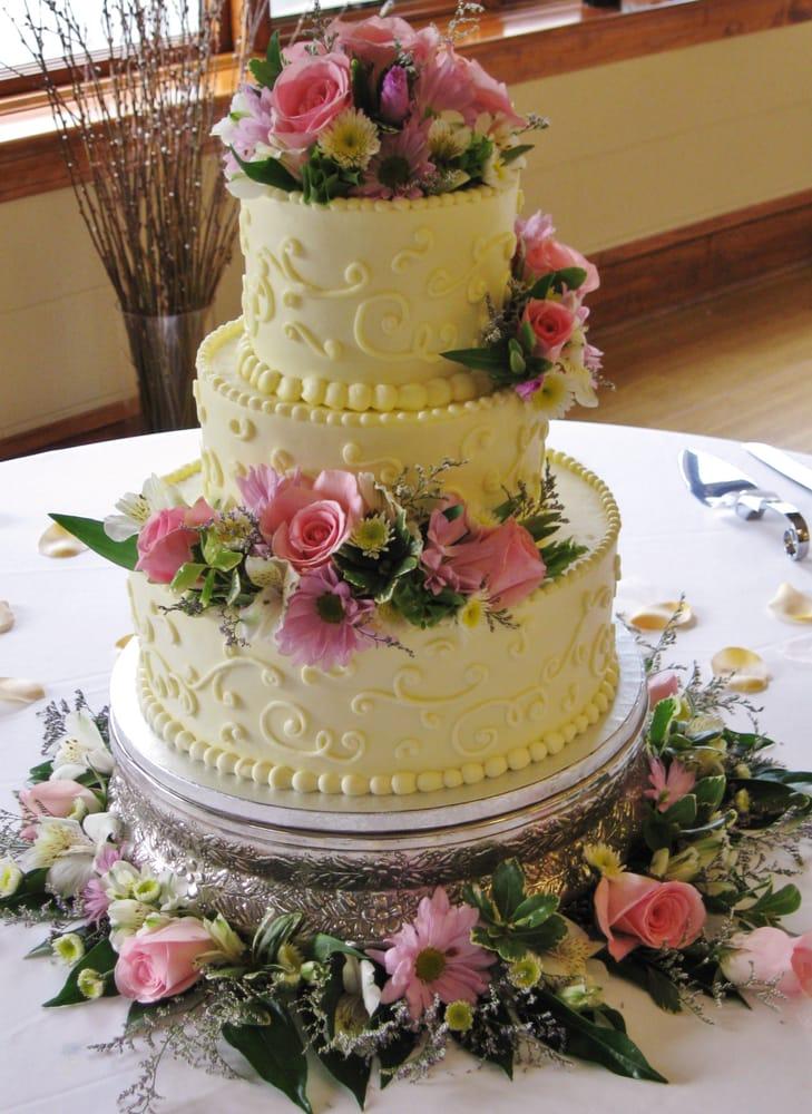 5 Photos of Spring Round Buttercream Cakes