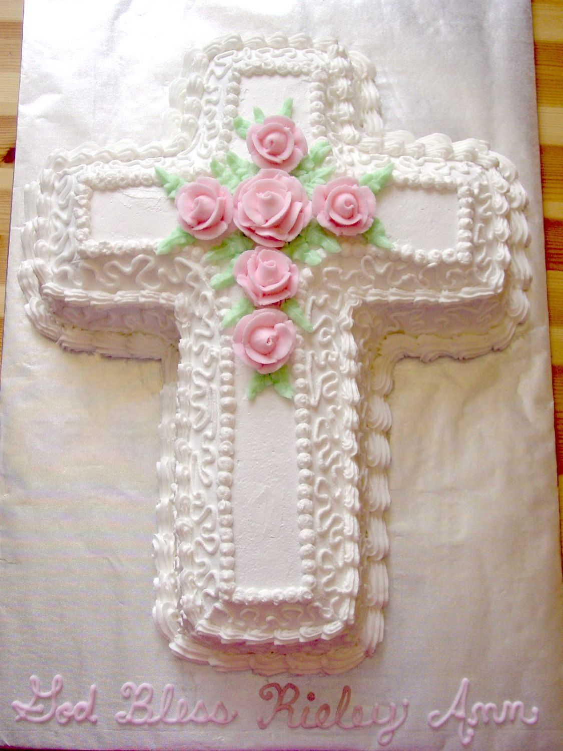 10 Photos of Cross Cakes Decorated With Roses