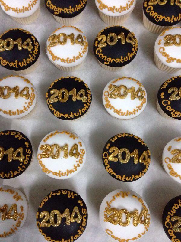12 Photos of 2014 Graduation Cupcakes
