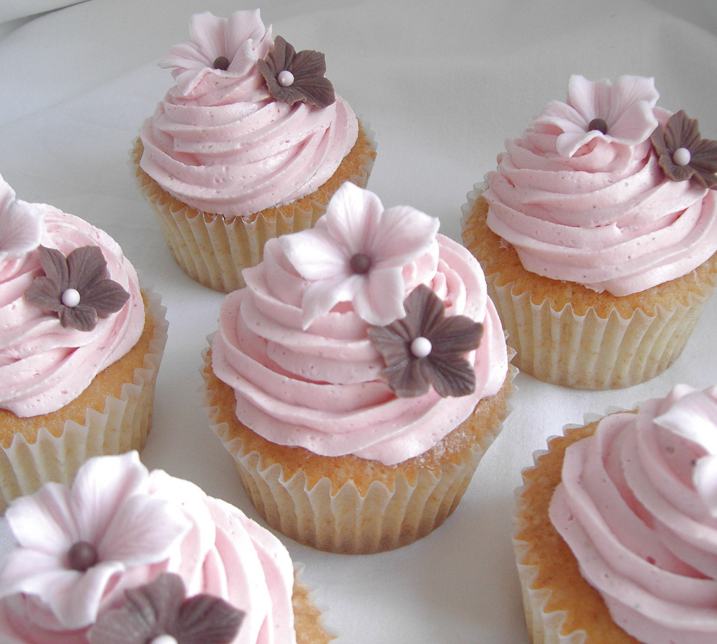 12 Photos of Pink Flowered Wedding Cake With Cupcakes