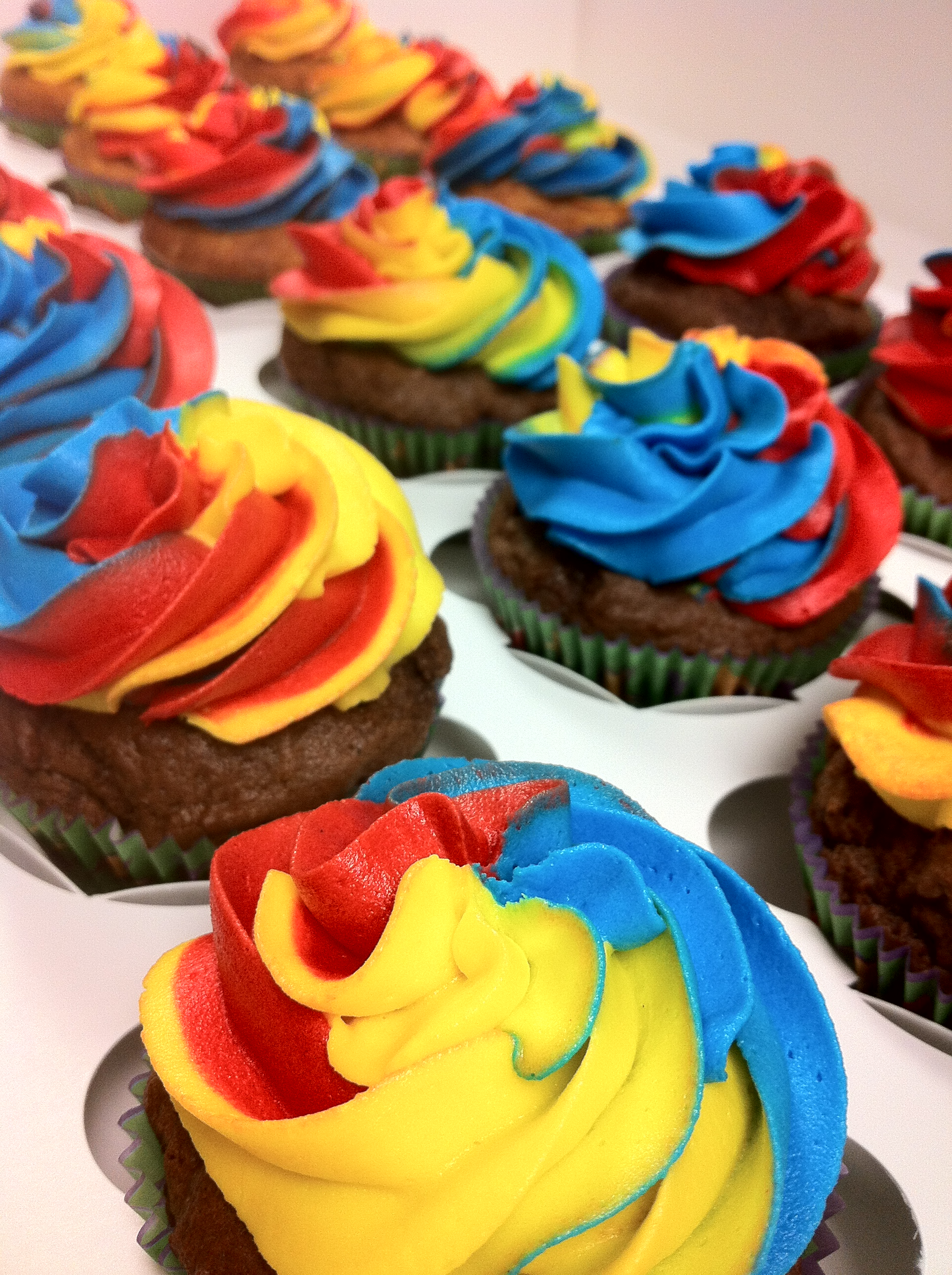 8 Photos of Blue Border Red And Yellow Cakes