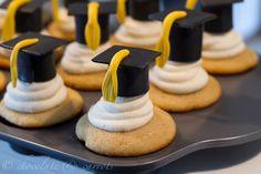 2017 Graduation Cupcake Cake