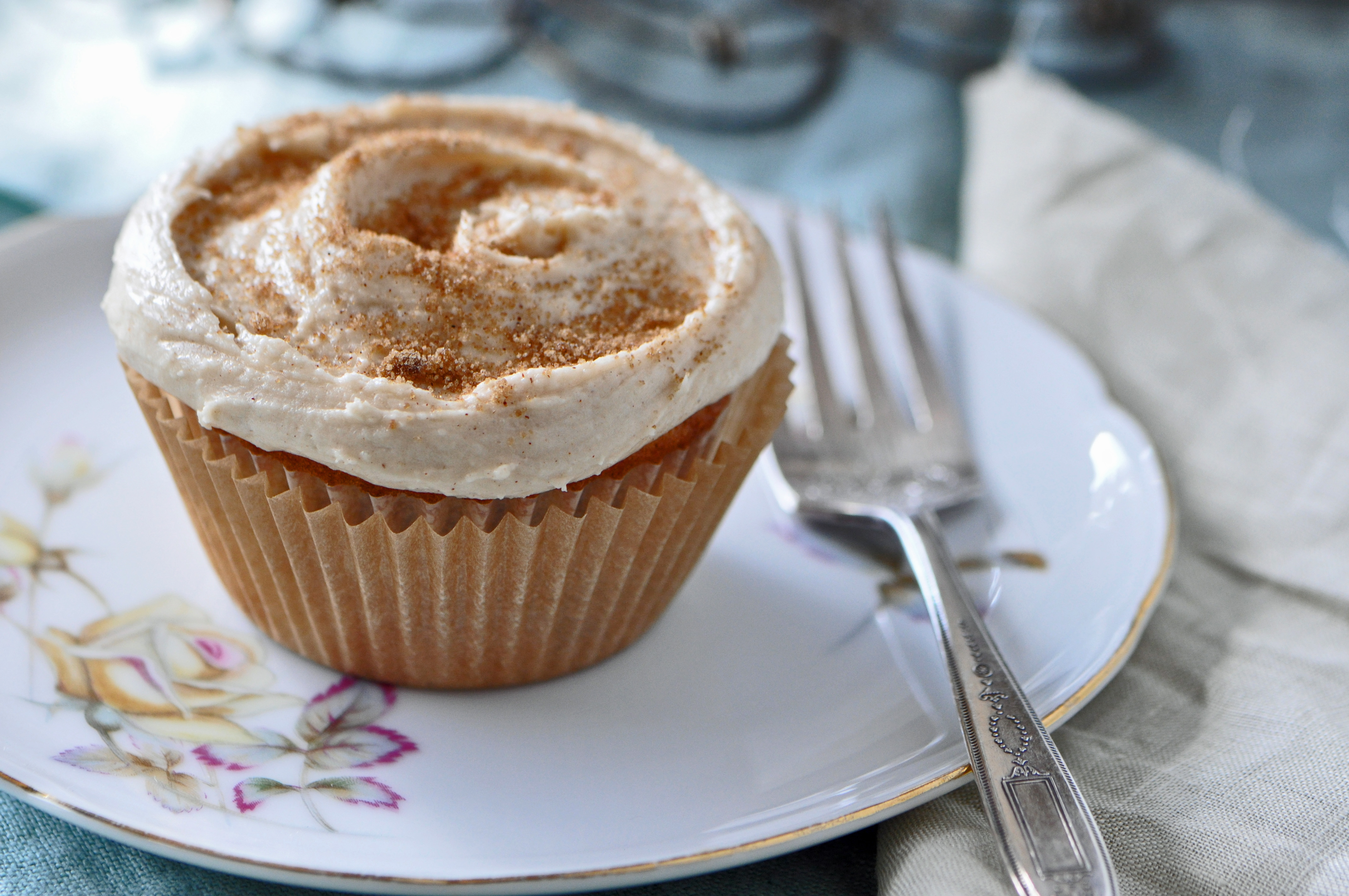 Brown Sugar Cinnamon Cupcakes with Frosting