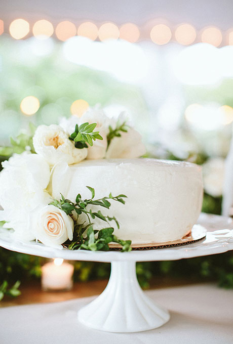 One Tier Wedding Cake with Flowers