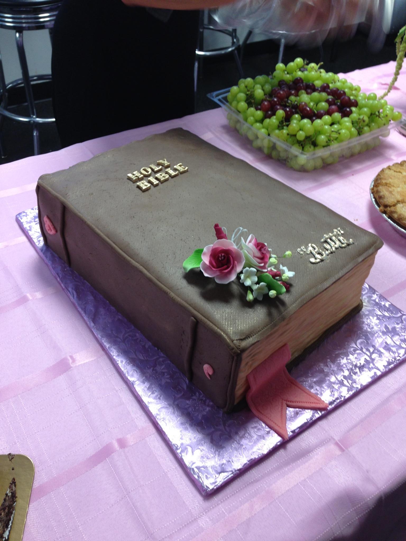 5 Photos of Bible Graduation Cakes
