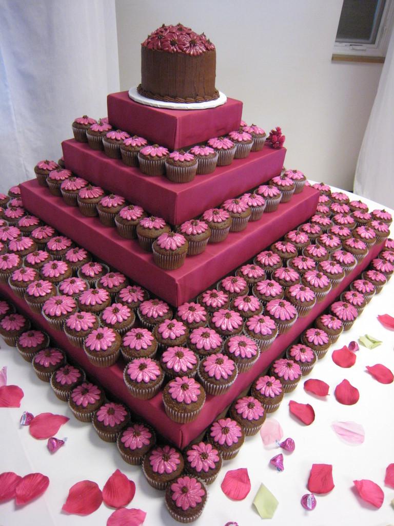 11 Photos of Special Wedding Cupcakes