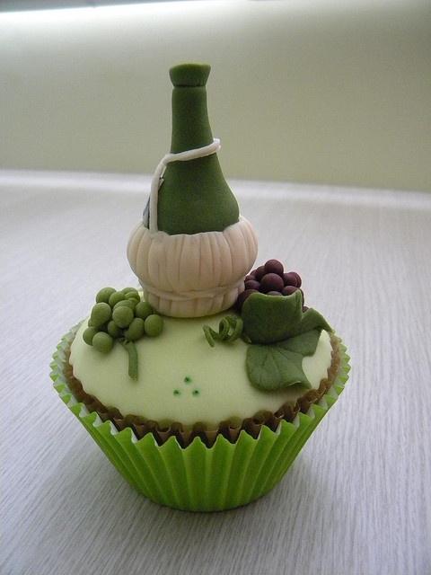 6 Photos of Wine Bottle Cupcakes