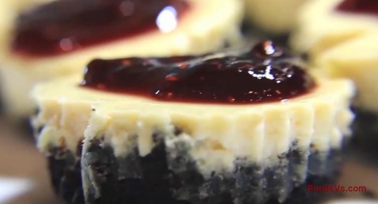 Cupcakes with Oreo Crust Cheesecake