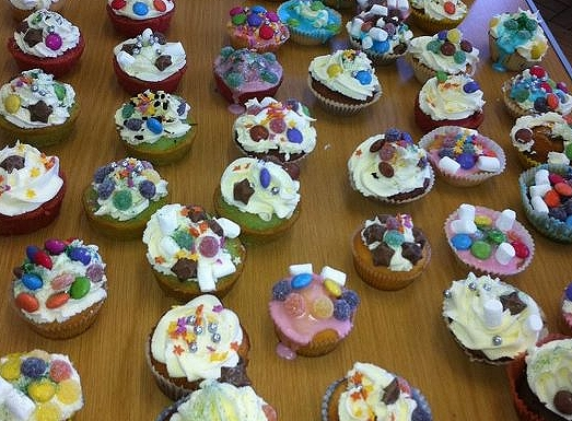 Decorating Fairy Cakes